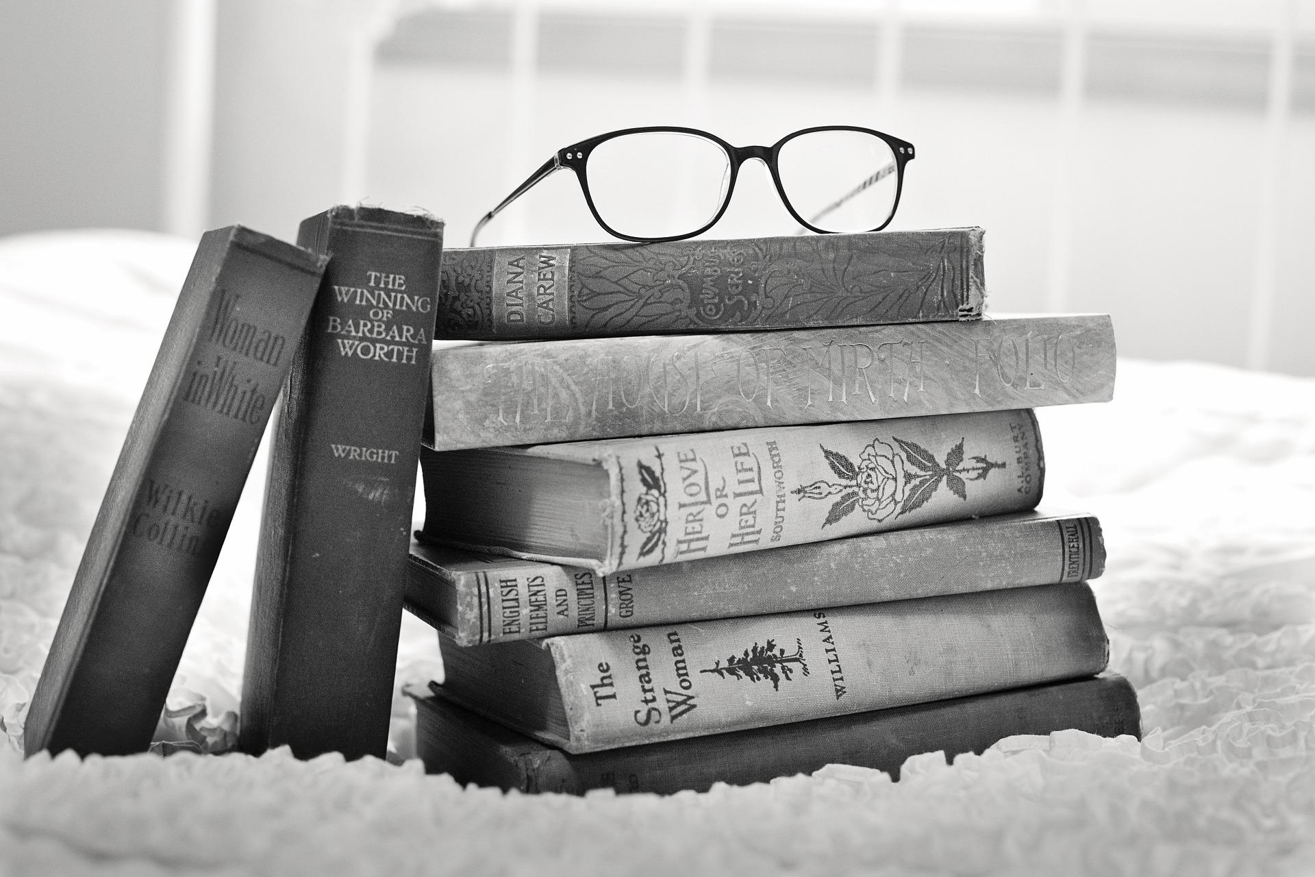 stack-of-books-1001655_1920.jpg